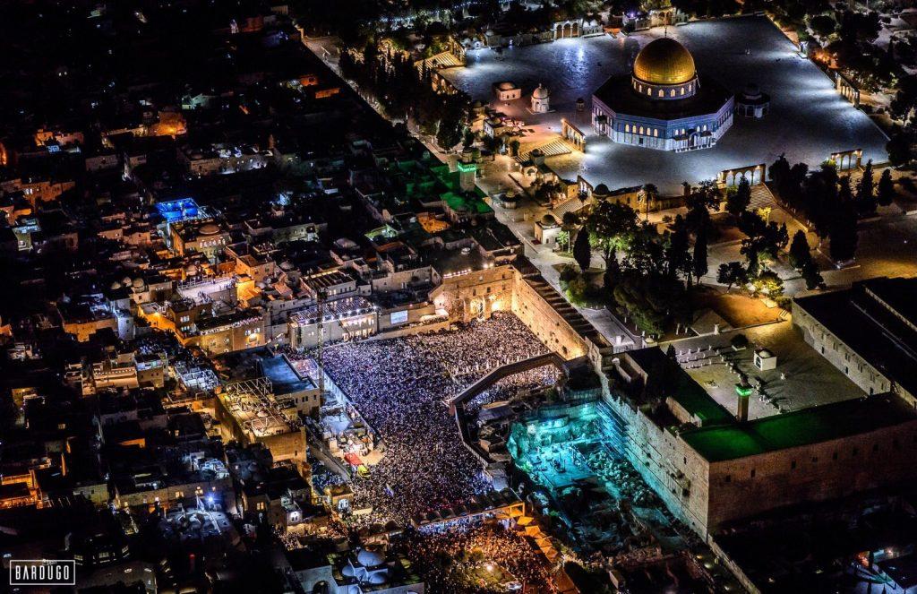 Több tízezren imádkoztak a Siratófalnál jom kipur előestéjén