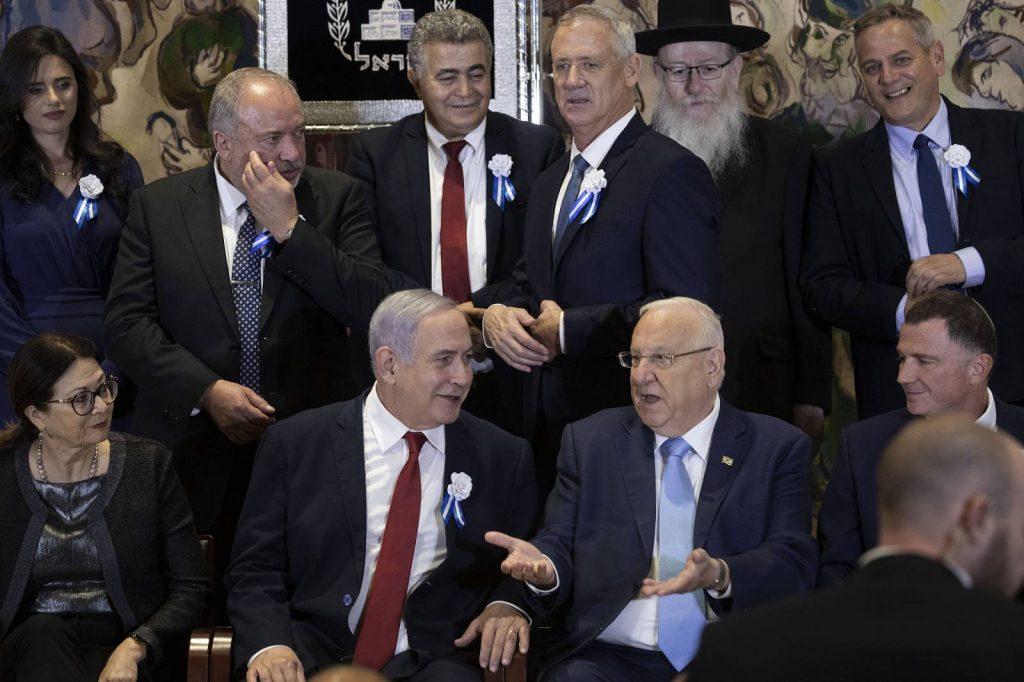 A politikai patthelyzet árnyékában tették le az esküt az új izraeli parlament képviselői