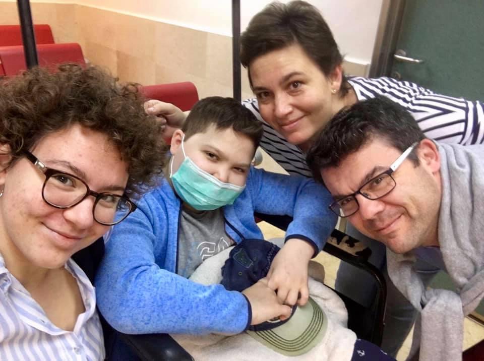 Izraelben gyógyítják a magyar leukémiás kisfiút