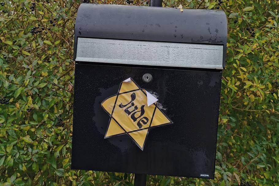 A kristályéjszaka évfordulóján ragasztottak sárga csillagokat zsidó helyszínekre Skandináviában