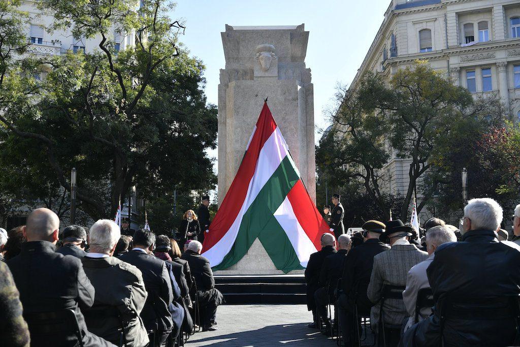 Vitatott emlékmű avatásán mondott beszédet Köves Slomó