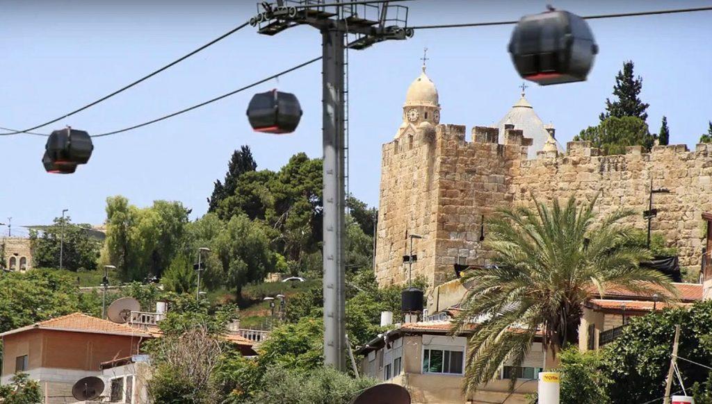 Zöld lámpát kapott a Siratófalhoz vezető drótkötélpályás felvonó