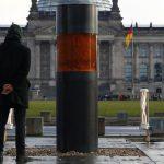 Holokauszt áldozatok hamvait állították ki aktivisták Berlinben