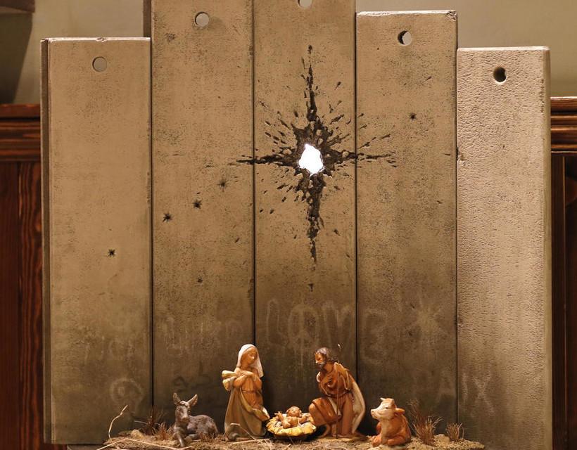 Banksy karácsonyi alkotása látható Betlehem városában