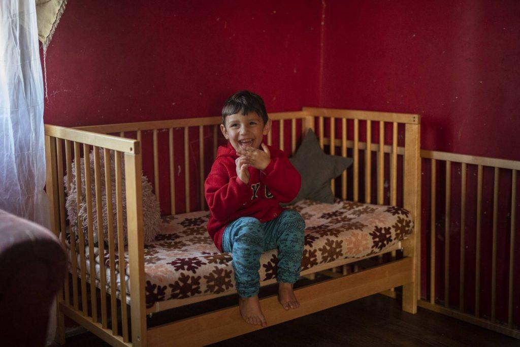 162 szegénységben élő gyerek alhat saját ágyban karácsonytól