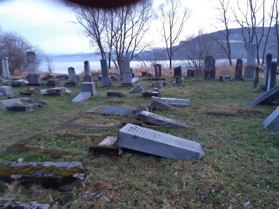 Megrongáltak egy zsidó temetőt Szlovákiában