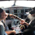 Táncra perdült a rabbi és a pilóta a repülőgép fedélzetén