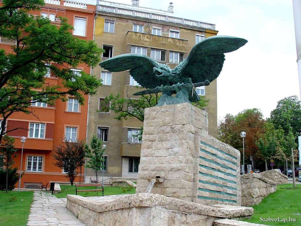 Eltávolították Pokorni Zoltán nagyapjának nevét a Turul-szoborról