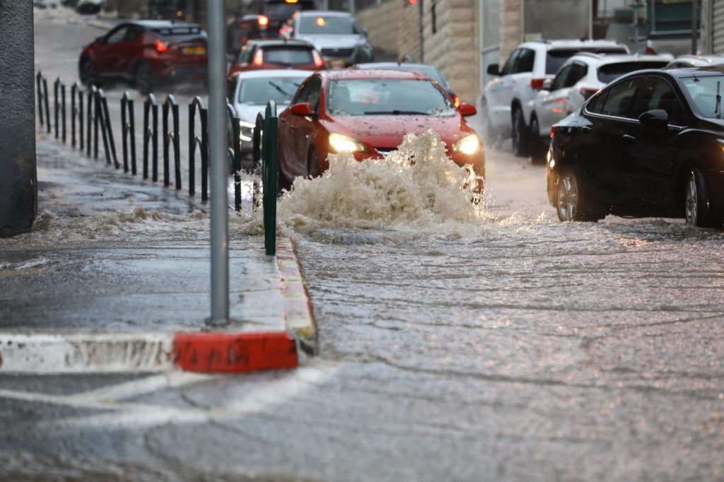 Újabb halálos áldozata van az Izraelt sújtó heves esőzéseknek