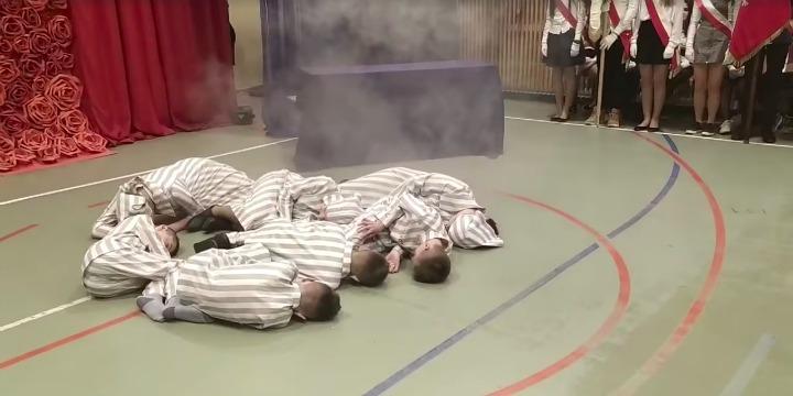 Lengyel iskolás gyerekek játszották el az elgázosítást