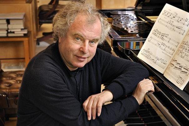 Schiff András azIzraeli Filharmonikus Zenekar első állandó vendégművésze