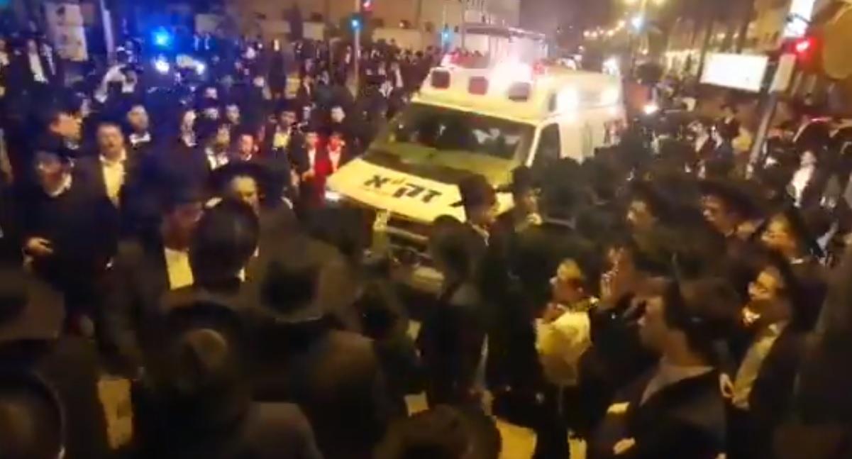 Több száz fős gyászmenet borzolja a kedélyeket Izraelben