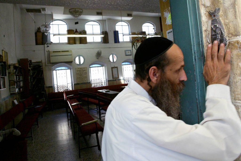 Nem javasolja a mezuzák megcsókolását a koronavírus miatt az izraeli főrabbi