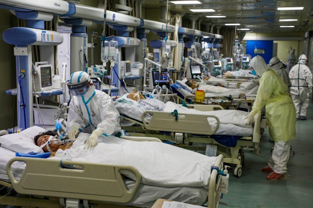 Izraeli orvos: a hatvan felettieken már nem tudunk segíteni