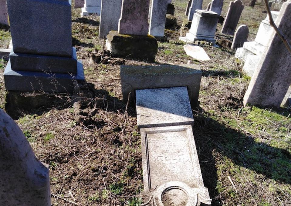 Zsidó sírokat rongáltak meg Kiskunfélegyházán