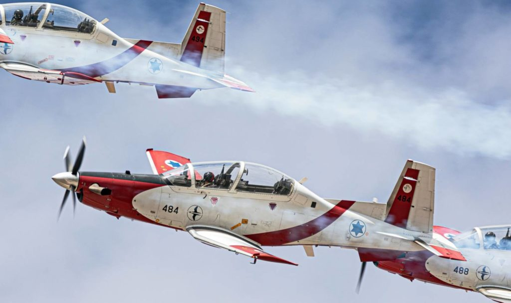 A koronavírus ellen küzdő egészségügyi dolgozók előtt tisztelgett az izraeli légierő