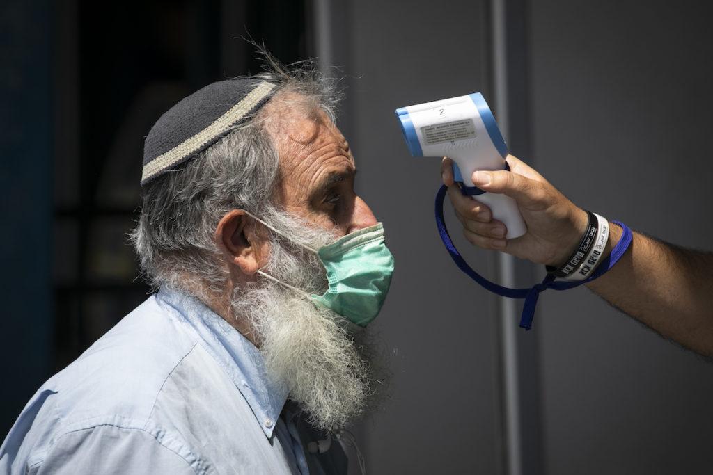 Enyhítenek a járványügyi intézkedéseken Izraelben