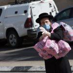 Ölik egymást az emberek a tojásért peszach előtt Izraelben