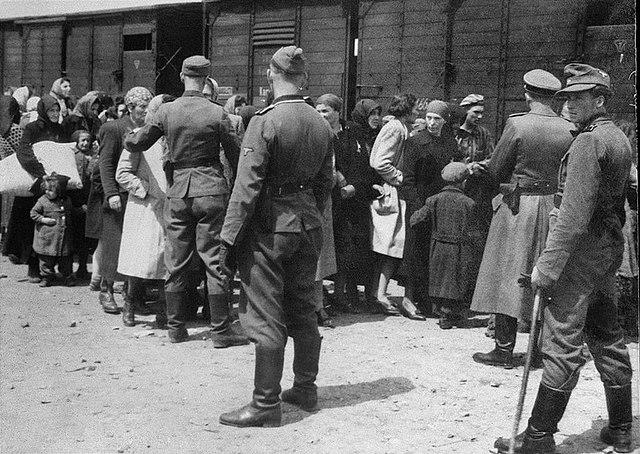A Judenrampén szálltak ki az első magyar zsidók a marhavagonokból