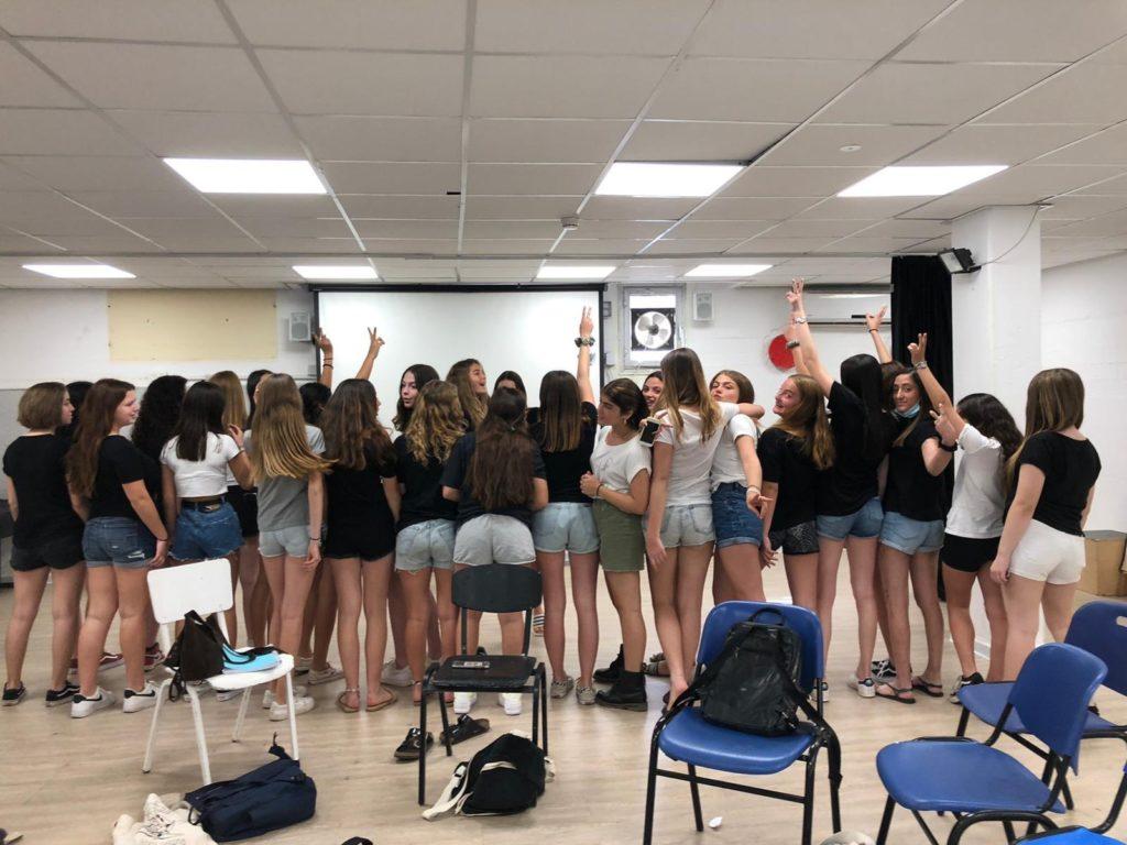 Rövidnadrágos forradalmat indítottak az izraeli diáklányok
