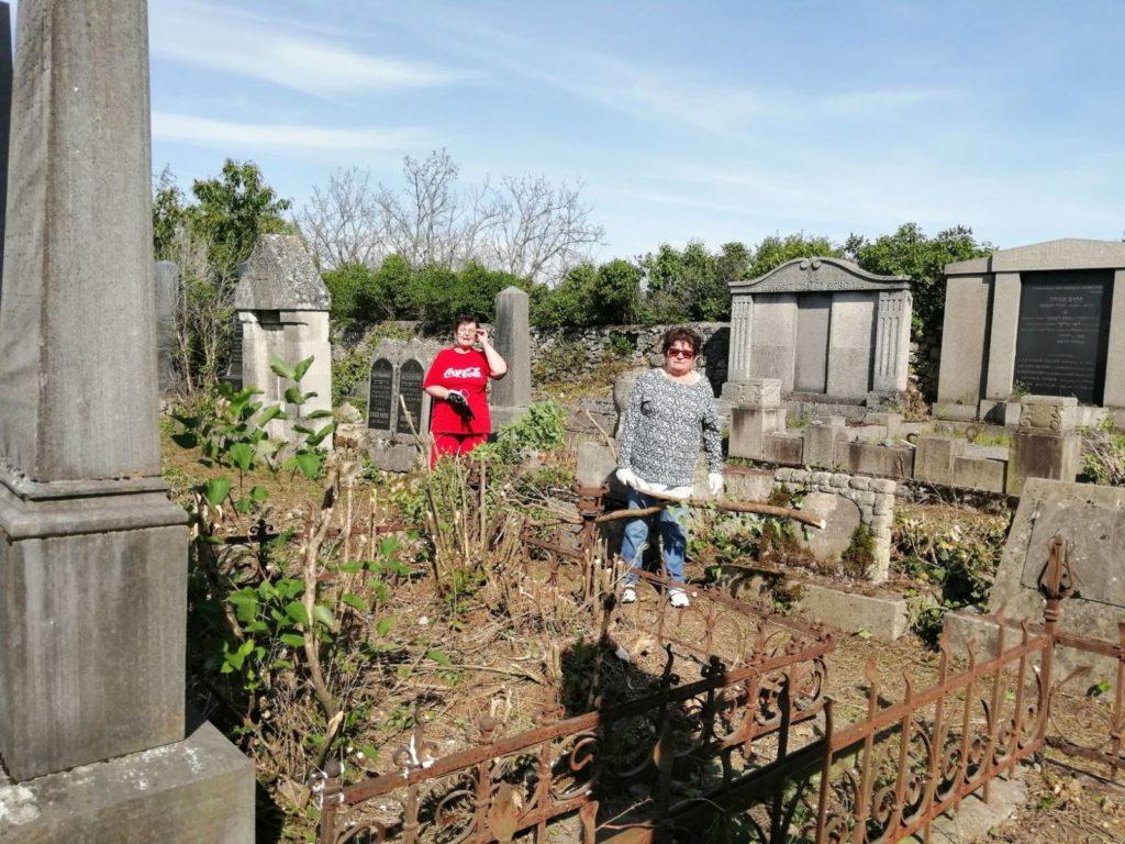 Helyi civilek teszik rendbe a tapolcai zsidó temetőt