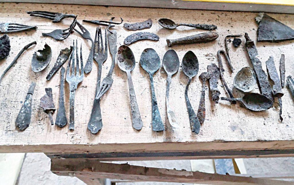 Kéményben elrejtett tárgyakat találtak Auschwitzban