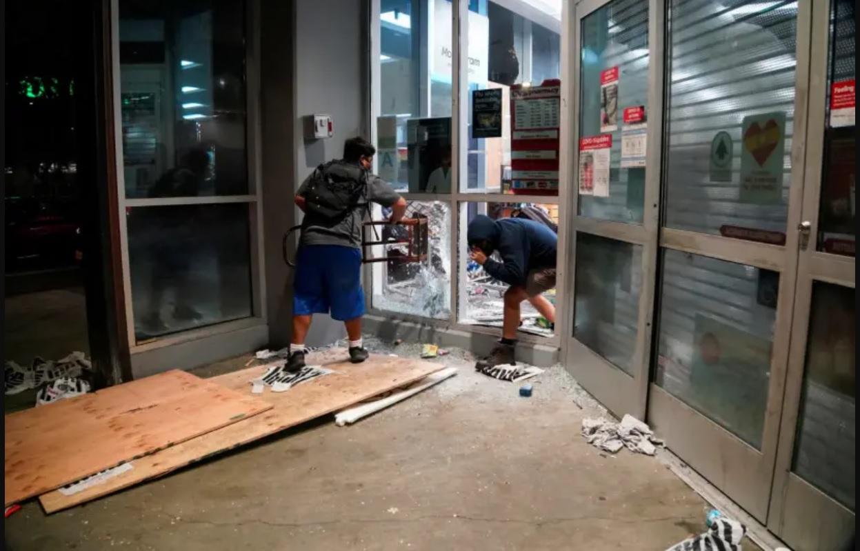 Zsidó boltokat, zsinagógákat rongáltak meg a George Floyd meggyilkolása miatt tüntetők