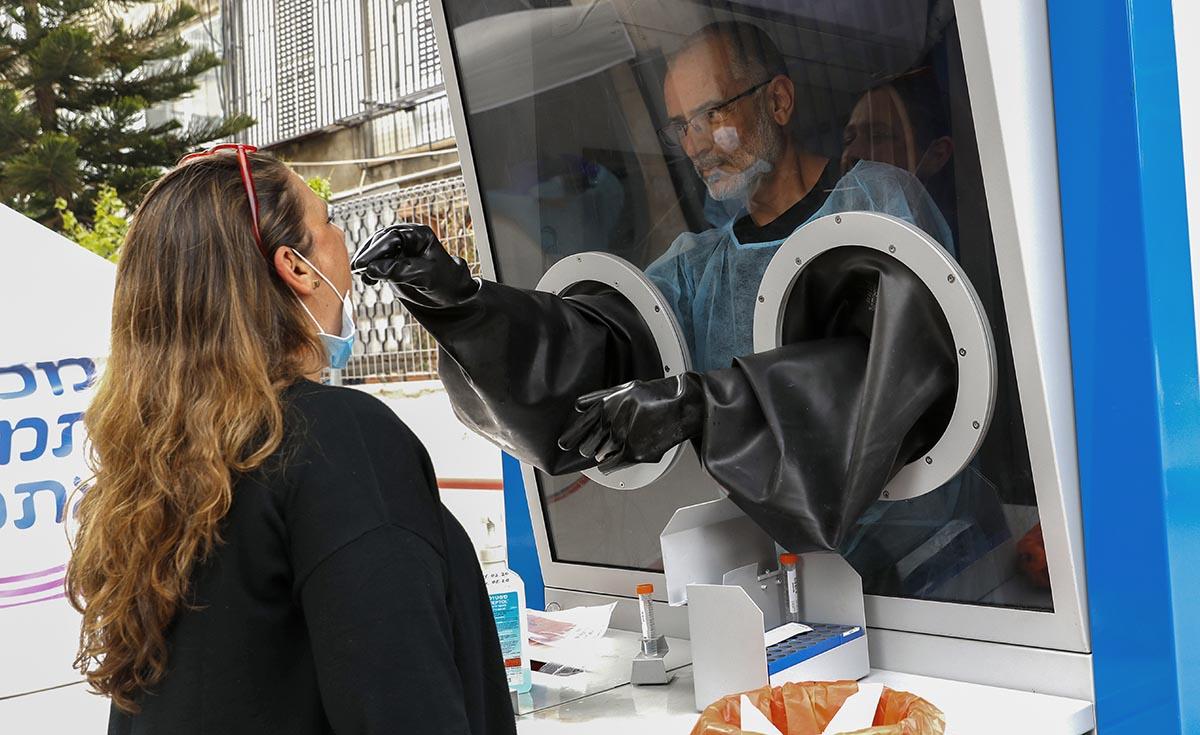 Izraelben rekordszámú napi koronavírus-fertőzöttet regisztráltak