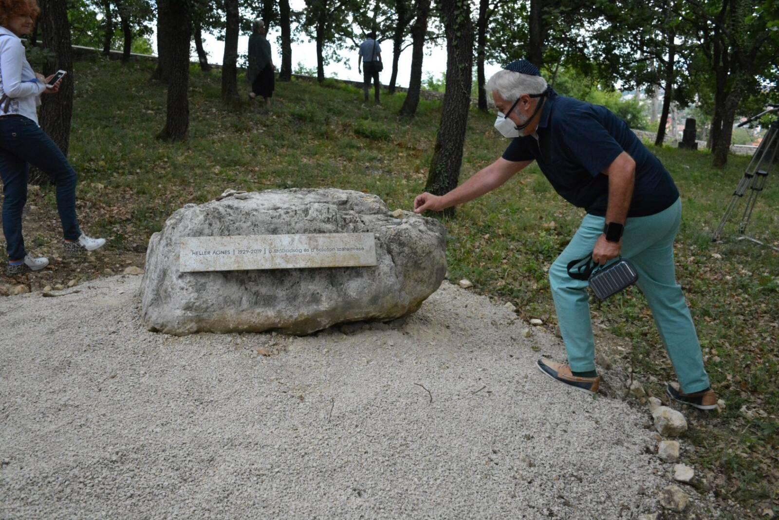 Megnyílt a Heller Ágnesről elnevezett emlékpark Balatonfüreden – Kibic Magazin