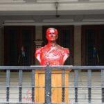 Vörös festékkel öntötték le Horthy Miklós szobrát