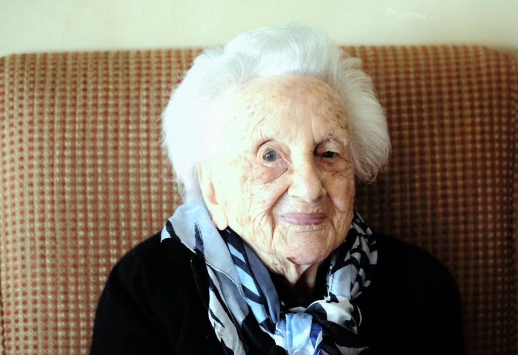 111-dik születésnapját karanténban ünnepelte egy dél-afrikai zsidó asszony