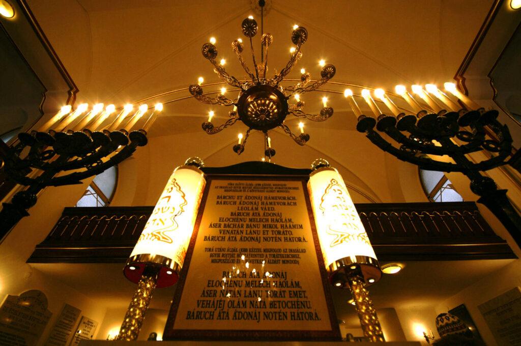 Ismét bezárnak a zsinagógák
