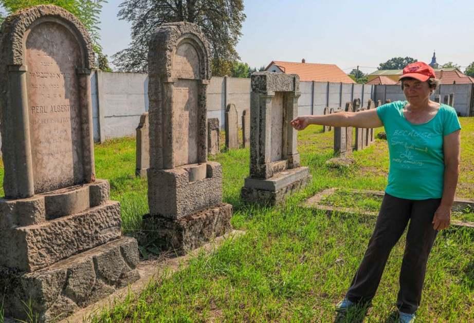Közösségi összefogással tették rendbe egy Győr melletti település zsidó temetőjét