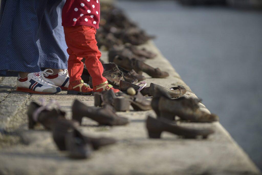 Kamerákkal védenék a Cipők a Duna-parton emlékművet