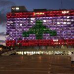 Izraeli szolidaritás: libanoni zászló világít a városházán Tel-Avivban