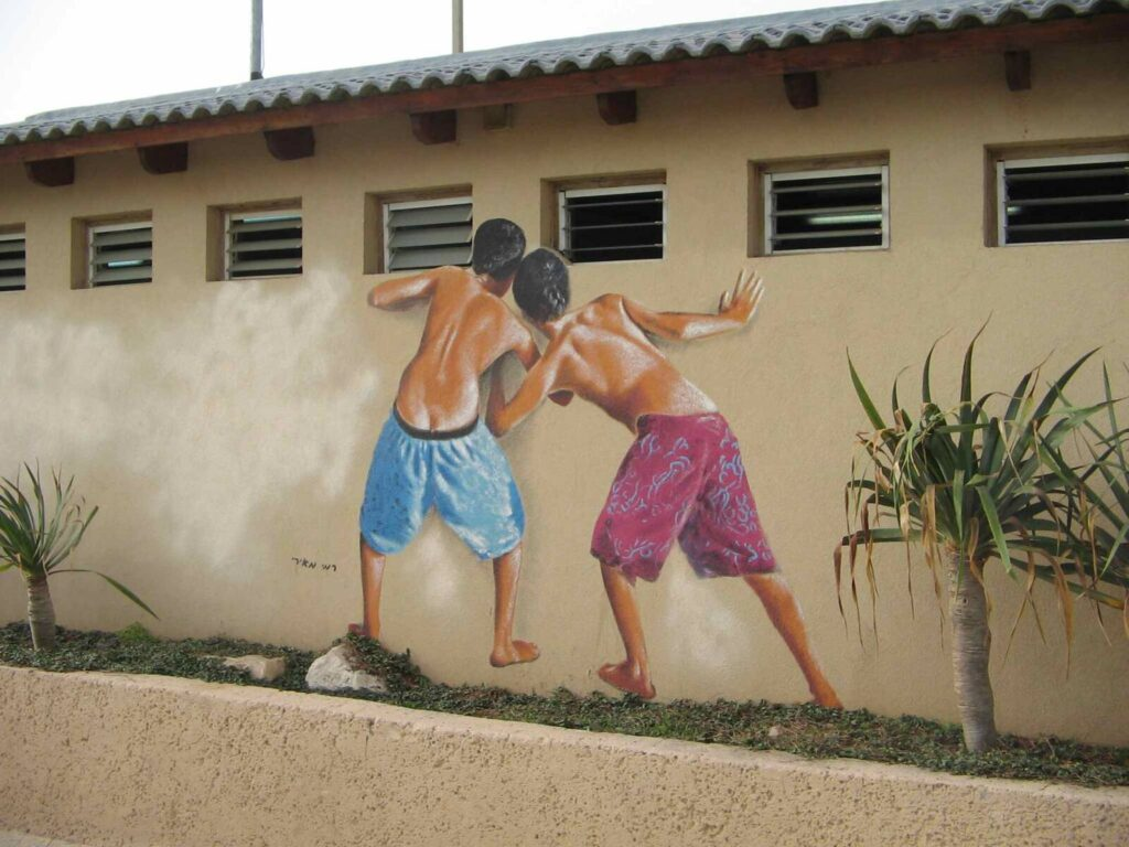 Eltávolították a kukkolókat ábrázoló ikonikus graffitit egy tel-avivi strandról
