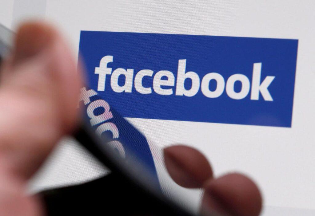 Aktívan segíti a holokauszttagadó tartalmak terjedését a Facebook algoritmusa