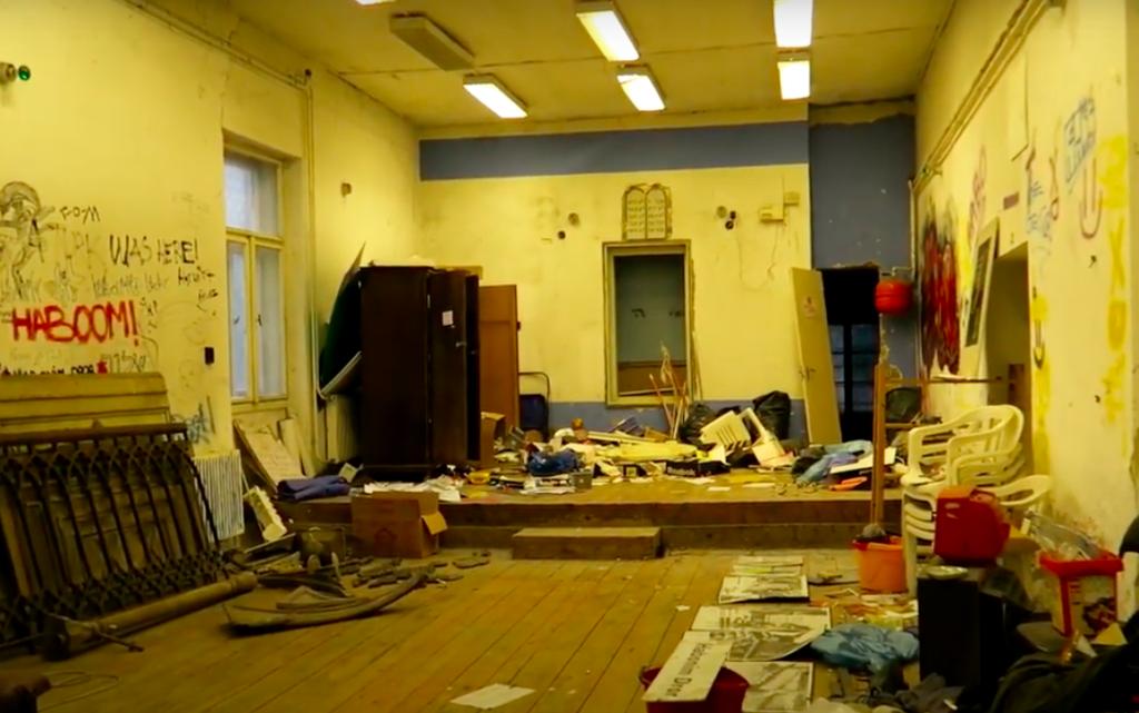 Így néz ki most belülről az elfeledett zuglói zsinagóga, amelyet az összeomlás veszélye fenyeget