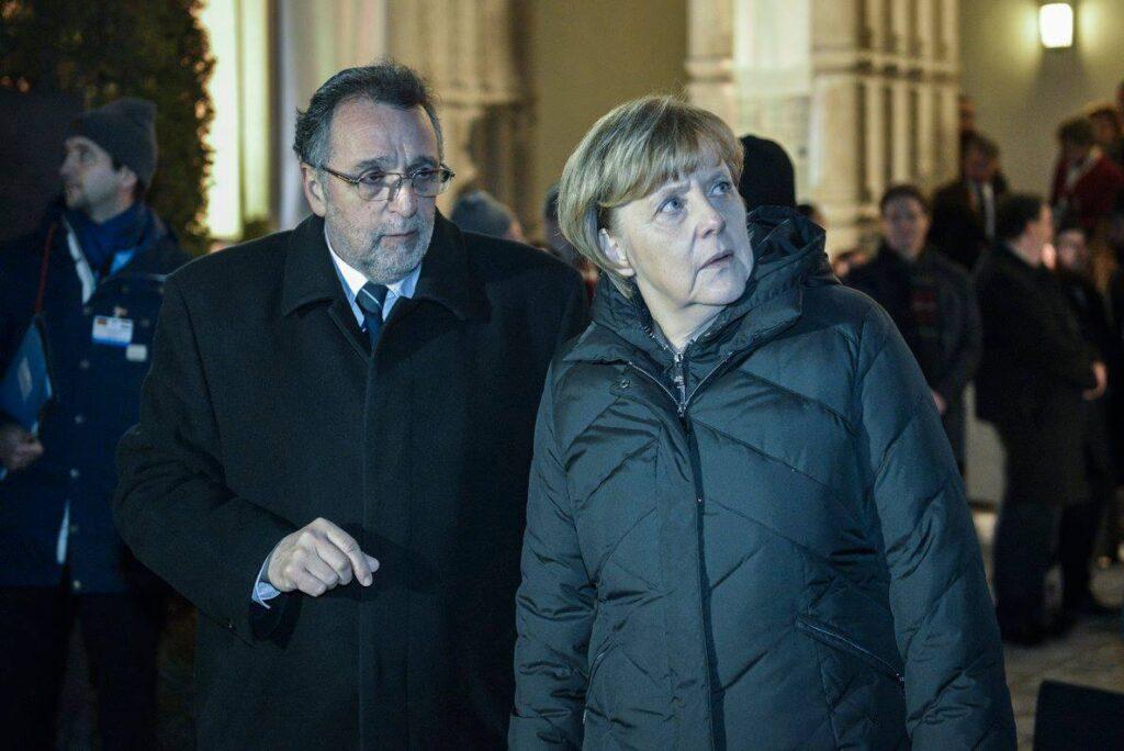 Direkt36: A kormány megakadályozta, hogy a Mazsihisz elnöke négyszemközt beszélhessen Angela Merkellel