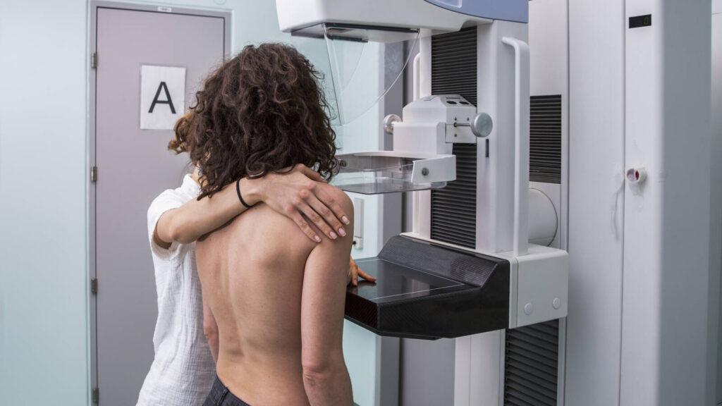 Korai genetikai tesztek menthetik meg a mellrákos nők életét