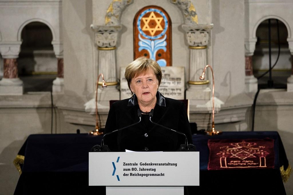 Merkel: egyre gátlástalanabbul mutatkozik meg az antiszemitizmus Németországban
