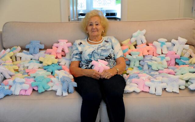 89 éves nagymama játékokat készített rászoruló belarusz gyerekeknek