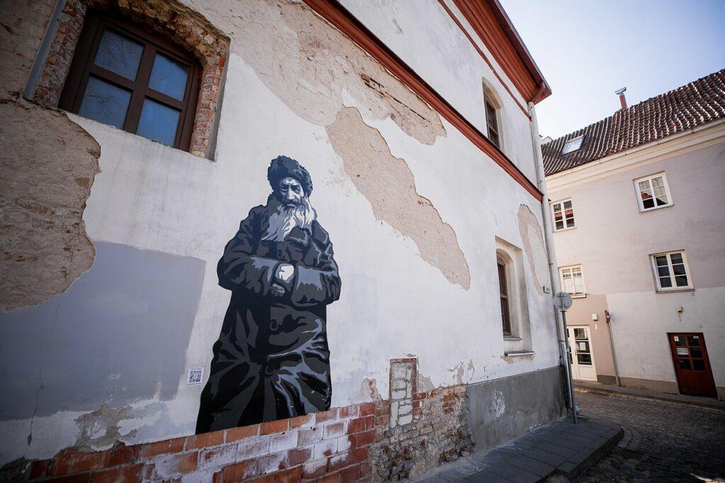 Héber feliratos érméket bocsátottak ki Litvániában a híres vilniusi rabbi tiszteletére