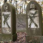 Egy év börtönre ítéletek egy dán neonácit egy zsidó temető megrongálása miatt