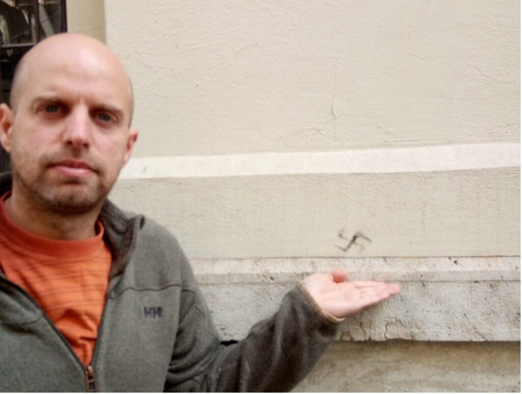 Horogkeresztet rajzoltak az épülő Zsidó Előadóművészeti Központ falára