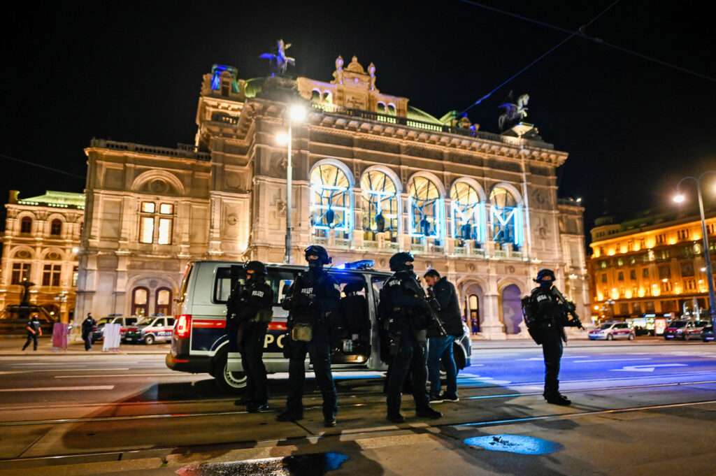 Fináli Gábor: Támadás (szinte) otthon!