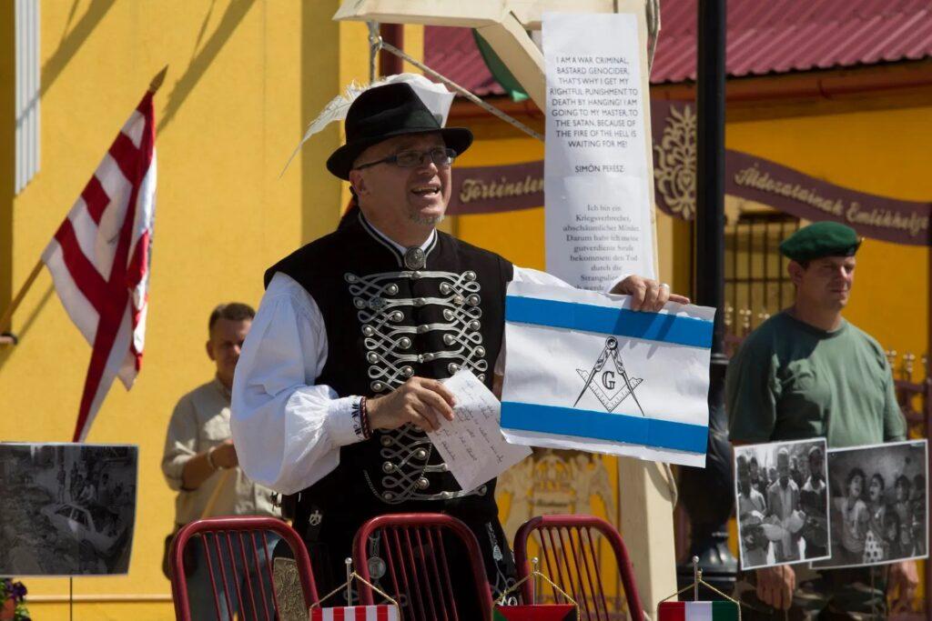 Felfüggesztett börtönbüntetést kapott az izraeli vezetők bábuit felakasztó korábbi polgármester