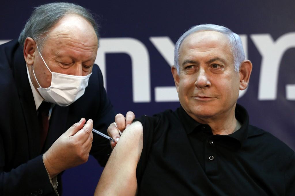 Elsőként Netanjahu kapta meg a koronavírus elleni oltást Izraelben