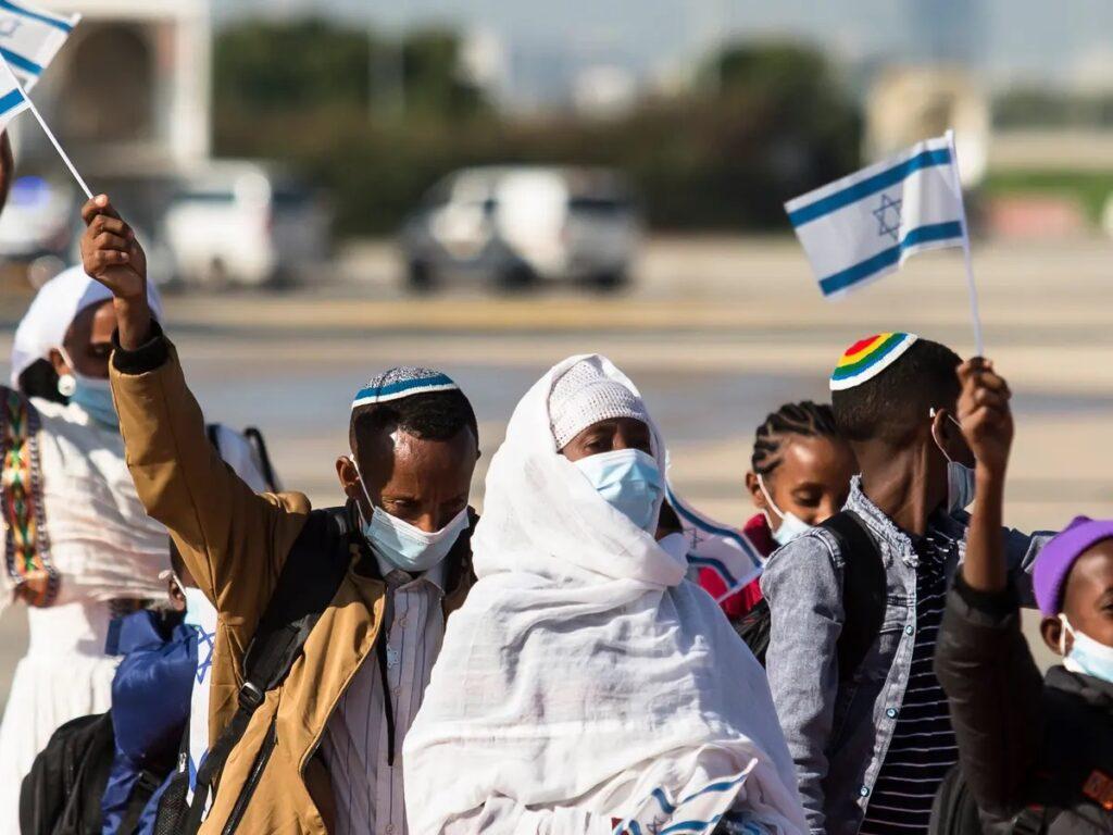 Több száz etióp zsidó érkezett Izraelbe
