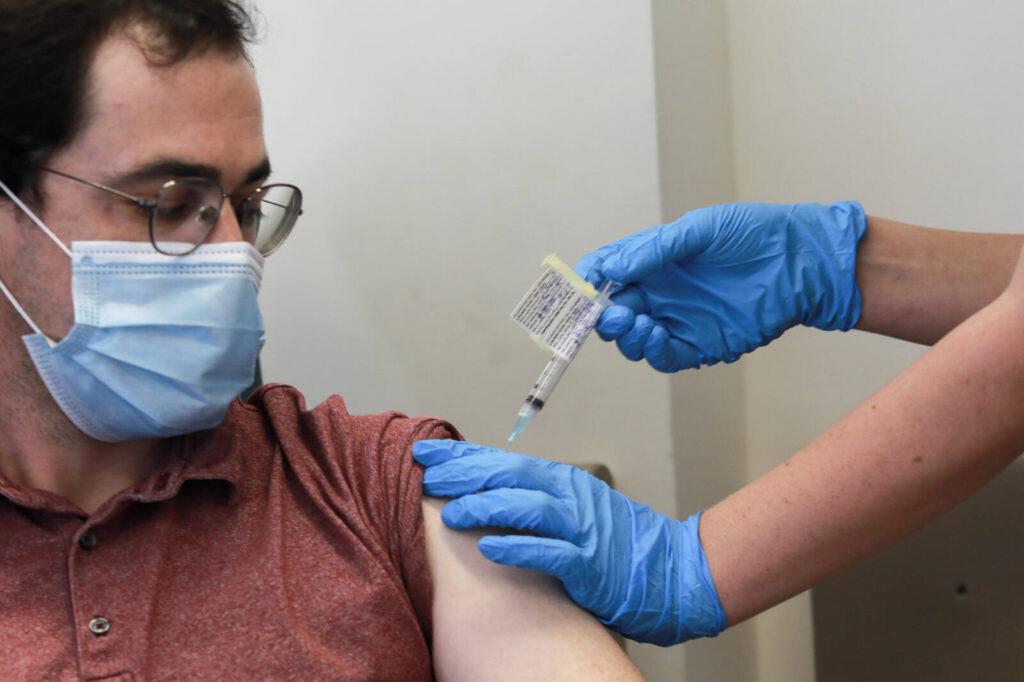 Izraelben már a jövő hónapban megkezdődhet a lakosság koronavírus elleni beoltása